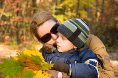 Mother and son whispering Royalty Free Stock Photos