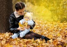 mother sonen Royaltyfria Bilder