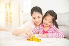Mother teach daughter calculate money Royalty Free Stock Images