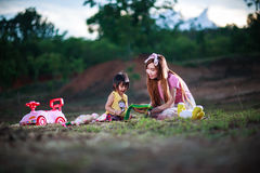 Mother teaches reading book to daughter Royalty Free Stock Photos
