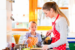 Mother teaching daughter cooking at home Royalty Free Stock Photography