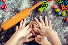 Mother teaching daughter how to make dough royalty free stock photos