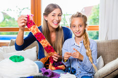 Mother teaching daughter knitting Royalty Free Stock Photography