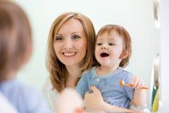 Mother teaching kid teeth brushing Royalty Free Stock Photos
