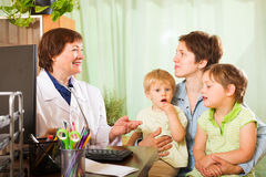 Mother of two children  talking with  pediatrician doctor Royalty Free Stock Photos
