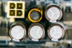 Motherboard Elektrolytische Condensatoren en Leiders Stock Foto's
