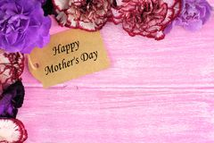 Mothers Day gift tag with flower border on pink wood Stock Photo