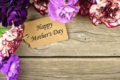 Mothers Day gift tag with flower corner border on wood Stock Images