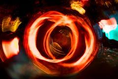 Motie van de hoge resolutie vertroebelde de Abstracte gloeiende cirkel achtergrond in donkere levendige rood, groen, geel, blauw Royalty-vrije Stock Afbeeldingen