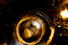 Motie van de hoge resolutie vertroebelde de Abstracte gloeiende cirkel achtergrond in donkere levendige rood, groen, geel, blauw Royalty-vrije Stock Foto's