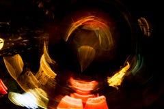 Motie van de hoge resolutie vertroebelde de Abstracte gloeiende cirkel achtergrond in donkere levendige rood, groen, geel, blauw Royalty-vrije Stock Fotografie