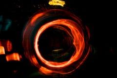 Motie van de hoge resolutie vertroebelde de Abstracte gloeiende cirkel achtergrond in donkere levendige rood, groen, geel, blauw Royalty-vrije Stock Afbeelding