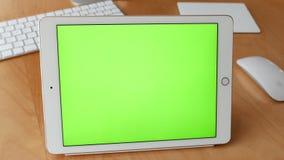 Motie van het groene scherm om uw eigen douaneinhoud toe te voegen stock videobeelden