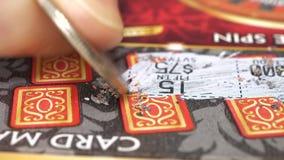 Motie van kaartje van de vrouwen het krassende loterij stock videobeelden