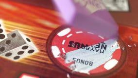 Motie van kaartje van de vrouwen het krassende loterij op Bonussectie stock video