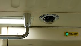 Motie van veiligheidscamera's op plafond binnen MRT stock footage