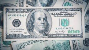 In motiecamera op het close-up HD 1080p van de honderd dollarsrekening stock video