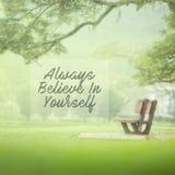 Motieven en inspiratiecitaat - geloof altijd in zich royalty-vrije stock foto