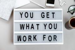 Motievenraad en kantoorbehoeften Bedrijfs concept Hoogste mening, F stock afbeelding