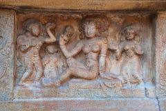 Motiv som visar den darpan sundarien, sockel av agra-mandapa, Airavatesvara tempelkomplex, Darasuram, Tamil Nadu arkivfoto