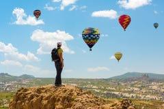 Motivação do conceito do balão da mulher bem sucedida e de ar quente, inspiração imagens de stock