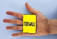 Motivational appell för begreppsmässig Firewall för handhandstilvisning Affärsfotoet som ställer ut Malware skydd, förhindrar int royaltyfri bild