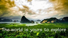 Motivational och inspirerande citationstecken: Världen är din till expl Arkivfoto
