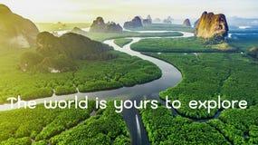 Motivational och inspirerande citationstecken: Världen är din till expl Royaltyfri Bild