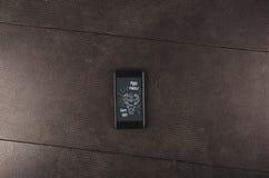 Motivazione di forma fisica telefono Allenamento per il migliori corpo e salute Fotografie Stock Libere da Diritti