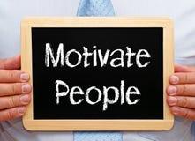 Motiveer Mensen - het bord van de Zakenmanholding met tekst stock fotografie