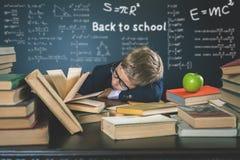 Motiveer uw kind om een boring onderwerp te bestuderen stock afbeeldingen