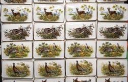 Motivi dell'animale selvatico sui magneti fatti a mano del frigorifero della porcellana Fotografie Stock Libere da Diritti