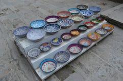 Motivo differente dei vasi orientali della ceramica da vendere fotografia stock libera da diritti