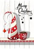Motivo estacional, árbol de navidad abstracto taza roja de Feliz Navidad del café y del texto, ejemplo del vector Fotos de archivo libres de regalías
