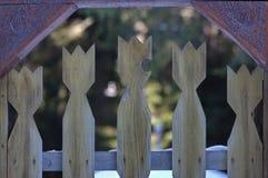 Motivo tallado del tulipán en la puerta Fotos de archivo