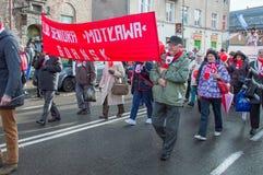 Motlawa资深组织的成员在全国美国独立日的在格但斯克在波兰 庆祝第99周年independen 免版税库存照片