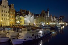 Motlawa flod, Gdansk på natten. Fotografering för Bildbyråer