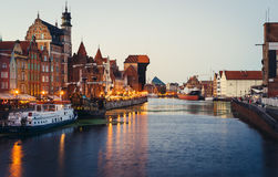 Motlawa-Fluss-Damm mit dem Kran, Gdansk Stockfotografie