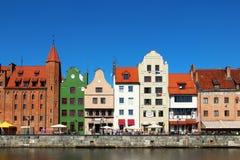 Motlawa-Flussdamm in im Stadtzentrum gelegenem Gdansk Stockfotografie