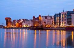 Motlawa y Gdansk vieja en la noche Imágenes de archivo libres de regalías