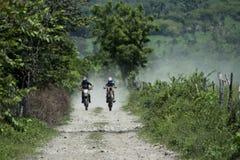 MOTO十字架ENDURO摩托车奔跑 免版税库存照片