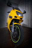 Moto à l'intérieur Photos stock