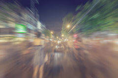 Moto astratto della sfuocatura del fondo della gente sulla via di camminata Fotografia Stock