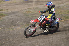 Moto-crossmitfahrer Stockfoto