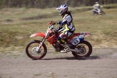 Moto-crossmitfahrer Stockfotos