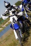 Moto cyklist som kör endurocykeln Fotografering för Bildbyråer