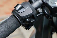 Moto de barre de fonction de commutateurs en main Photographie stock
