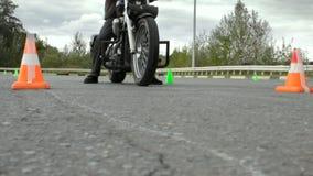 Moto de début rapide, concurrence de gymkhana de Moto clips vidéos