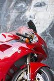 Moto de Ducati de sport photographiée dehors Photos libres de droits