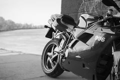 Moto de Ducati de sport photographiée dehors Photographie stock libre de droits